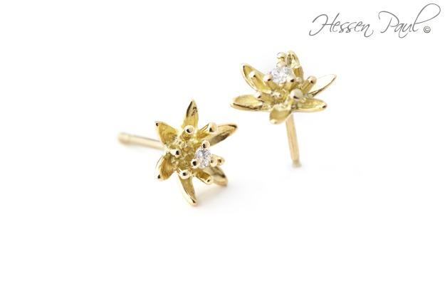 Hessen-Paul feine Blütenohrstecker in 750er Gold