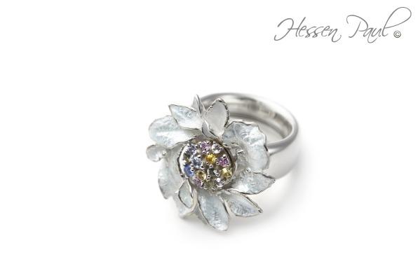 Hessen-Paul Ring in Silber mit farbigen Safiren und Blüte